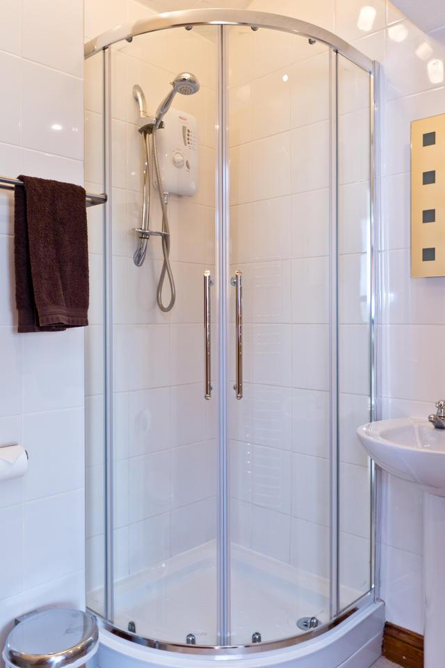 Etwell Cottage- Bedroom 3 ensuite