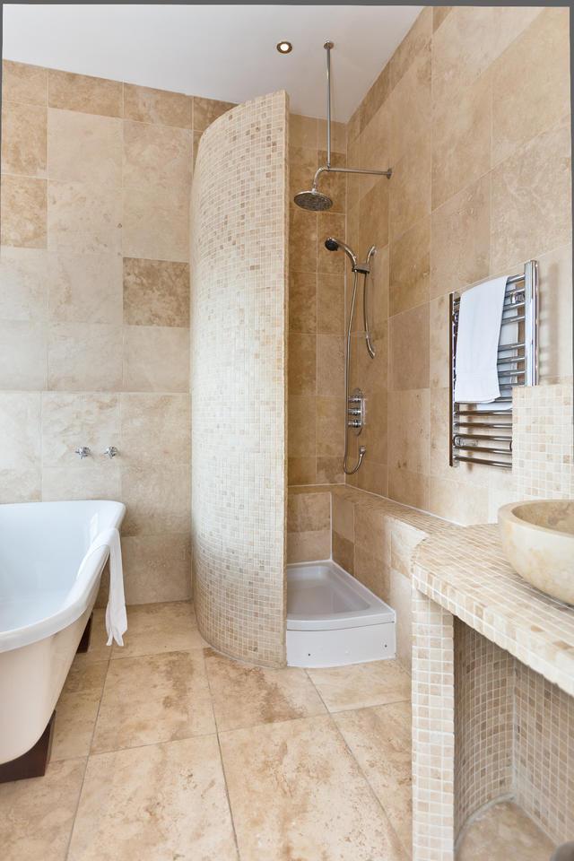 The Crewe & Harpur- bedroom 4 ensuite bathroom