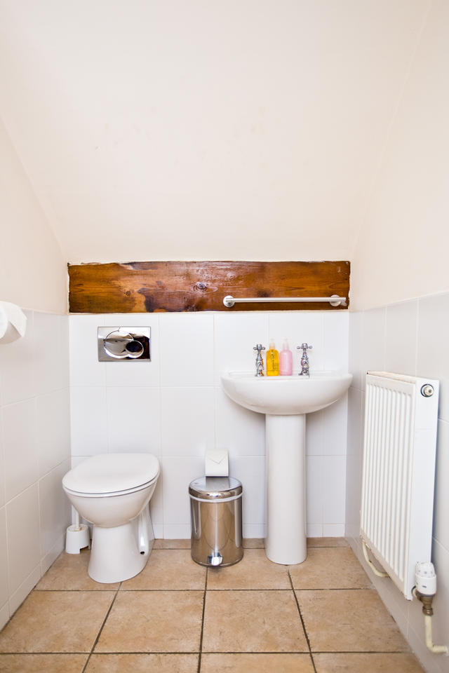 The Grange- top floor ensuite bathroom
