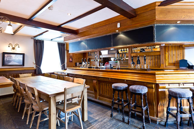 This converted pub is a great place to make a HQ as you enjoy your holiday in the peak district