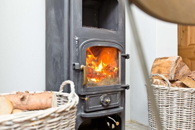 Roaring log burner