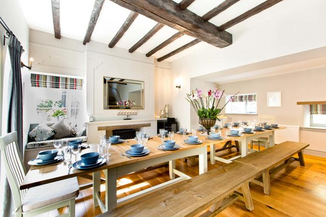 Dining for up to 20 guests