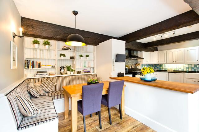 Large kitchen with plenty of space to socialise while cooking!