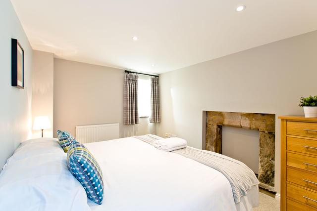 Cruck'd Barn - Bedroom one with en suite
