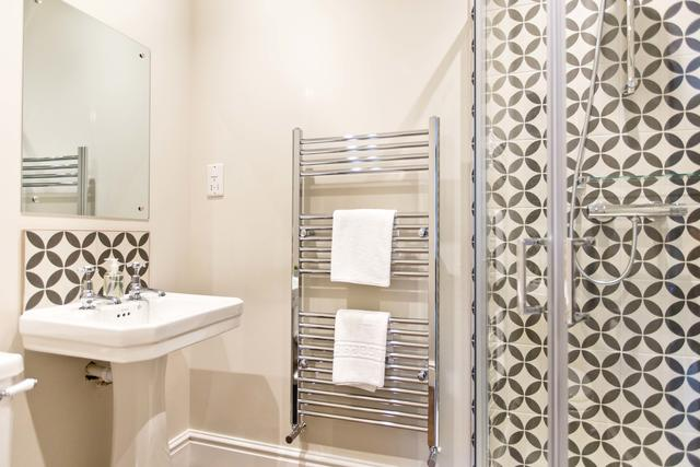 Bathroom - Shower tile decor