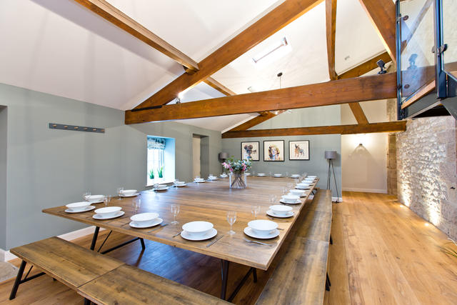 Flexible dining arrangements for up to 48 guests in the Barn