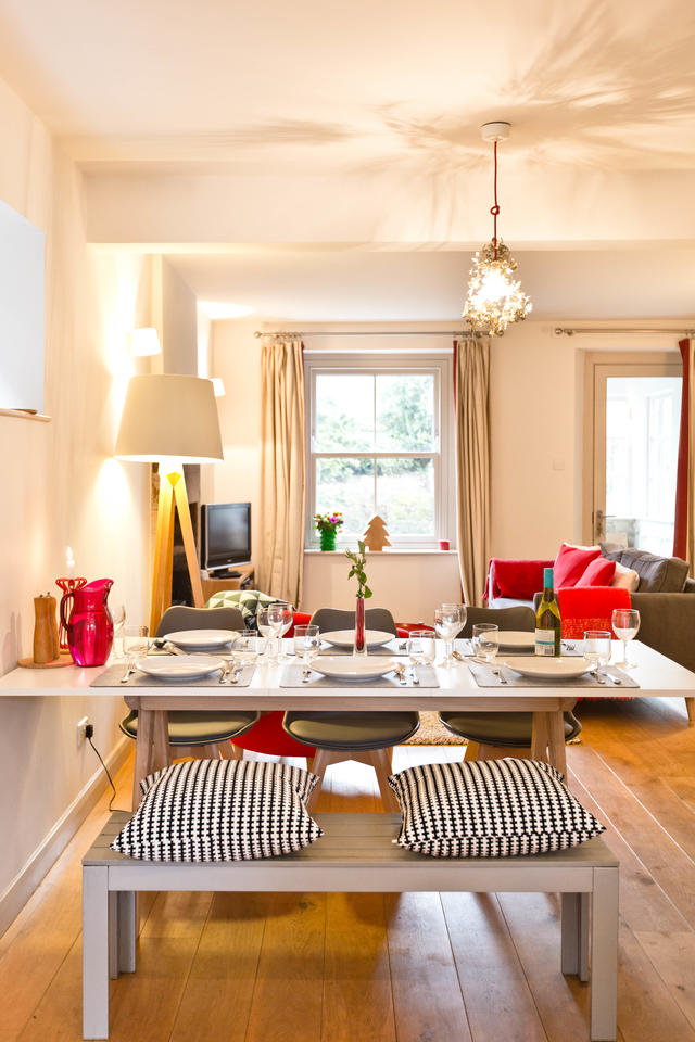 Open plan dining for up to 6 guests