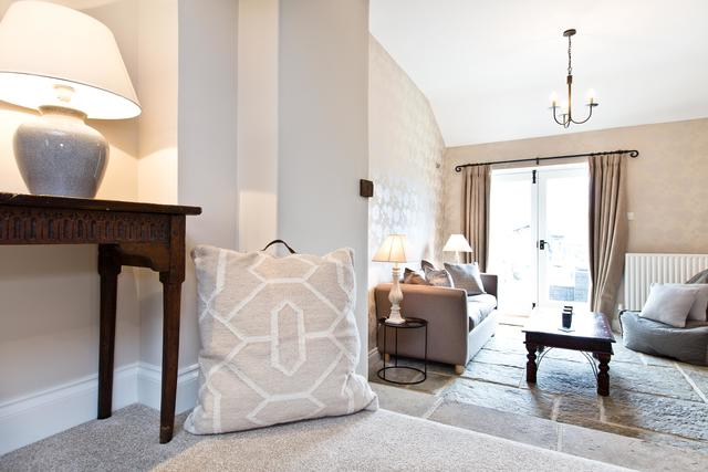 Bright lounge/snug area