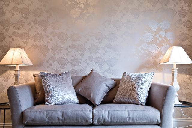 Luxury wallpaper & fabrics