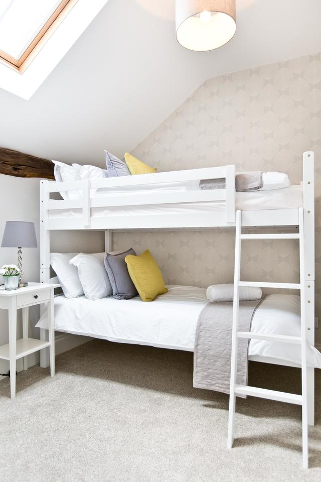 Bright bunkbed room - bedroom 3