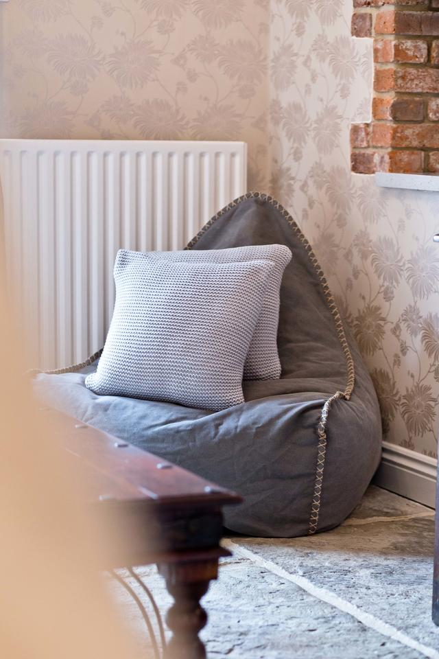 Soft seating in snug
