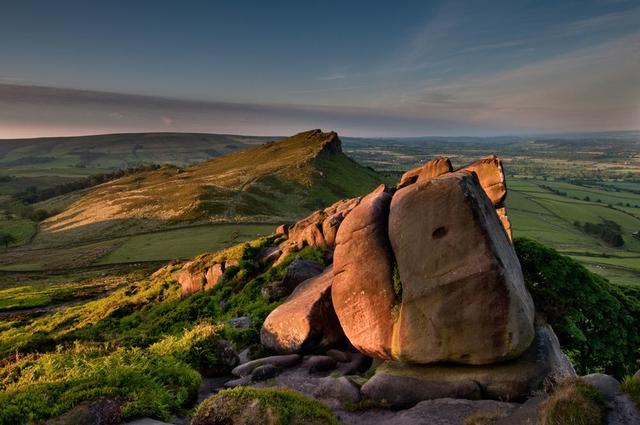 Enjoy walking and other activities in Derbyshire during your UK holiday