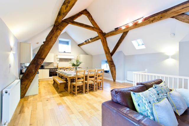 Cruck'd Barn - Large Open Plan Social/Dining Area