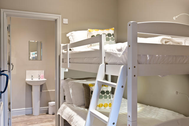 Manifold Barns - Bedroom 13 (Full size bunk beds)