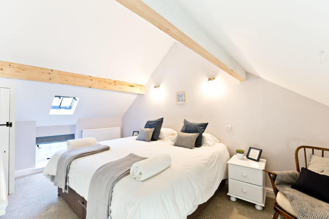 Light & Spacious Gallery Bedroom in The Byre