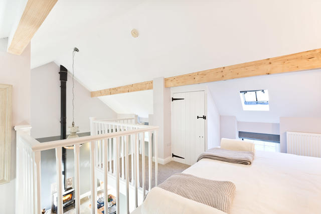 Light & Spacious bedroom in The Byre