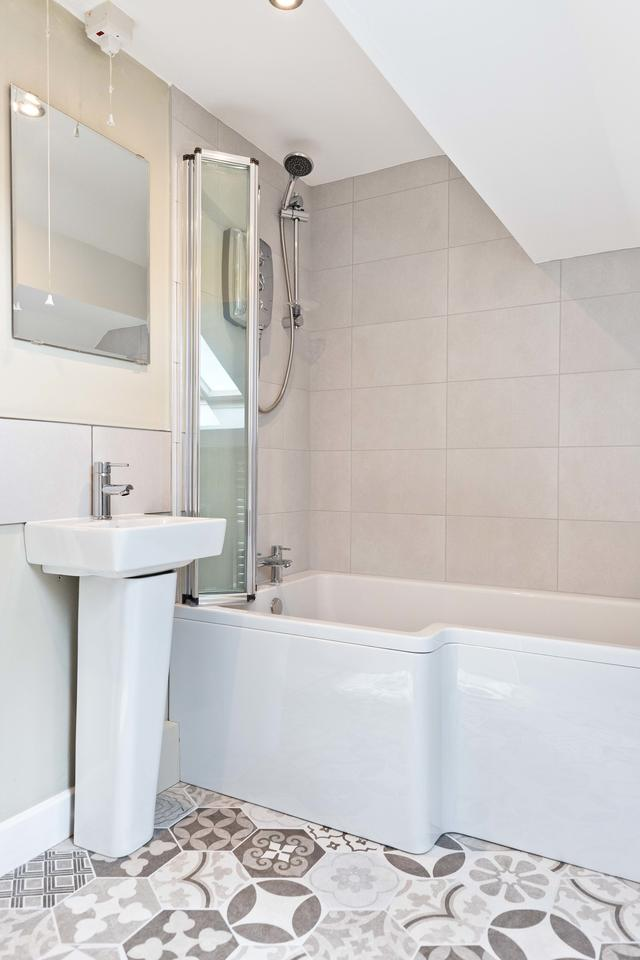 Shared Bathroom in the Annexe