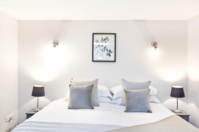 Calke Cottage Bedroom 1
