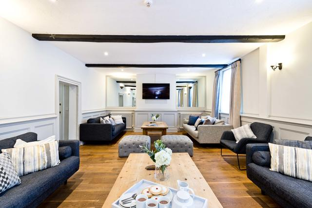 Ample Cosy Sofas to Relax in