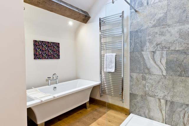 Light and Airy En suite