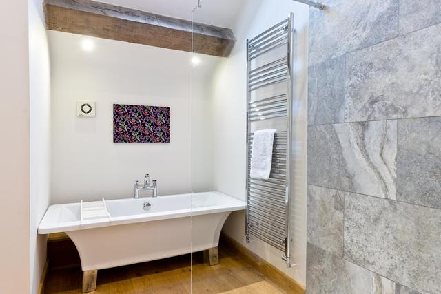 Bath available in the bedroom 2 en suite